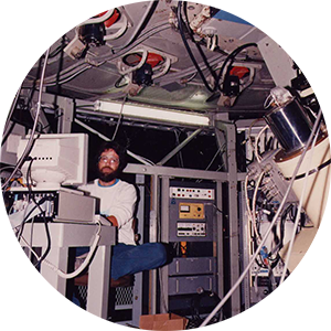 Kurt Aronow adjusts the Cassegrain Ring control at Palomar Observatory, 1989